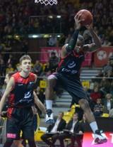 Energa Czarni wygrali derby z Asseco [ZDJĘCIA]