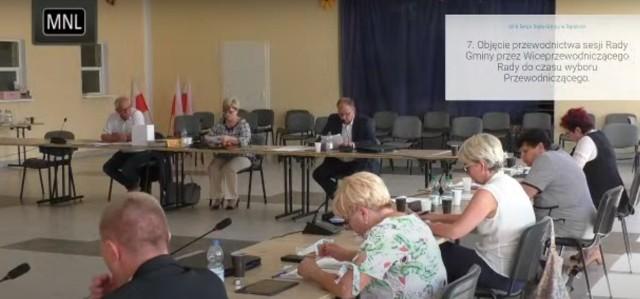 Na sesji radni odrzucili propozycję wójta Mariusza Jaroniewskiego dotyczącą zmian w budżecie, które przewidywały budowę drogi w Kłądnie.