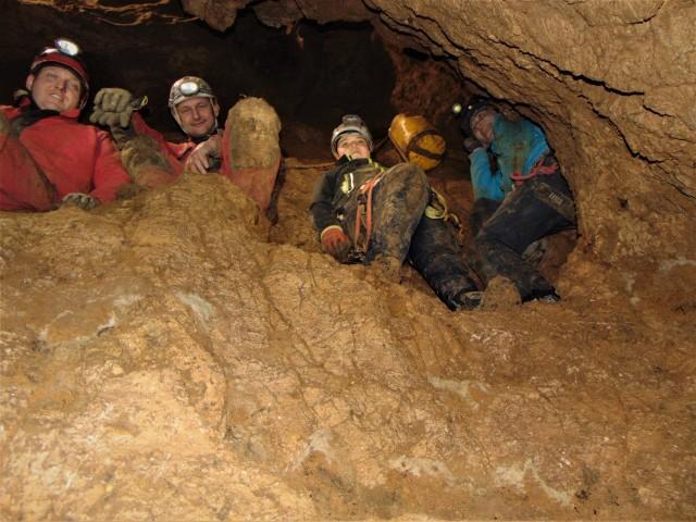 Pasjonaci z Przedsiębiorstwa Budowy Jaskiń odkrywają, pogłębiają i poszerzają nowe jaskinie w Jerzmanowicach