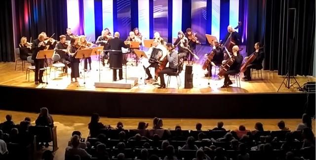 Radomska Orkiestra Kameralna zagrała pod dyrekcją Jarosława Praszczałka, wystąpił też kwartet Cup of time.