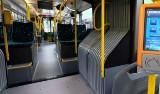 MPK Poznań: Pies w autobusie - nigdy nie pozwól mu siadać na obręczy przegubowca, bo zrobi sobie krzywdę