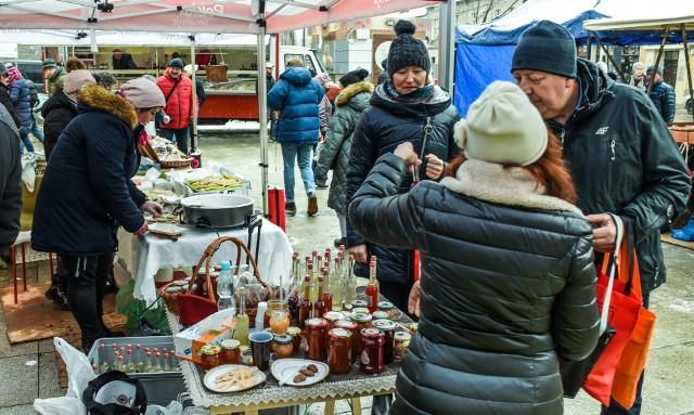 Odkąd bydgoski Frymark organizowany jest przy ul. Gdańskiej, klientów znacznie przybyło, a sprzedaż żywności wzrosła
