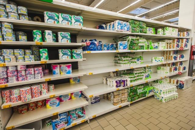 W pierwszym tygodniu marcowego szturmu zakupowego sprzedaż papieru toaletowego w sklepach handlu tradycyjnego wzrosła z tygodnia na tydzień o 263 proc.