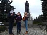 Licealiści wpadli na imieniny do... Adama Mickiewicza (wideo)