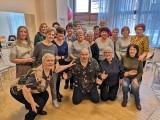 Znany z seriali aktor Dawid Kartaszewicz prowadzi zajęcia z członkami zespołu VOCALiNO w Inowrocławiu