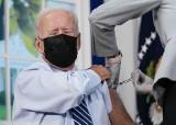 Prezydent Biden dostał szczepionkę wzmacniającą przeciw Covid. Wielu Amerykanów wciąż nie przyjęło nawet pierwszej dawki