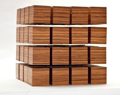 Stół z 64 sześcianów64 sześciany, z których zbudowany jest stół są utrzymywane w swoich pozycjach dzięki polu magnetycznemu.