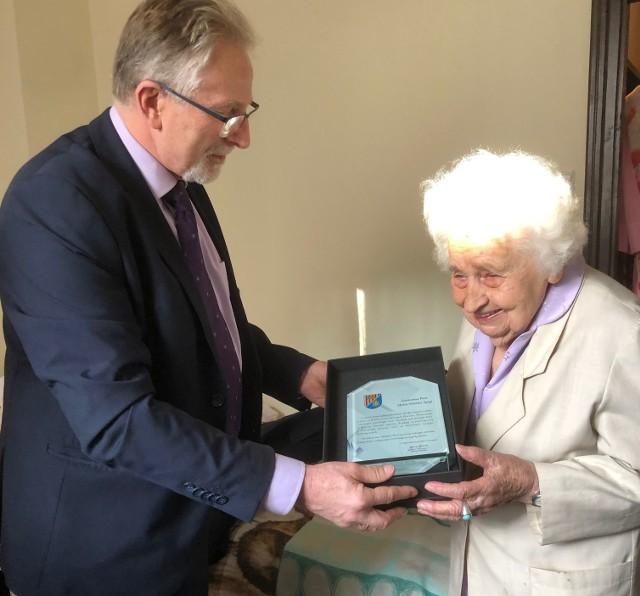 Przewodniczący Rady Powiatu Niżańskiego Sylwester Daśko, odwiedził mieszkającą obecnie w Warszawie Panią Marię