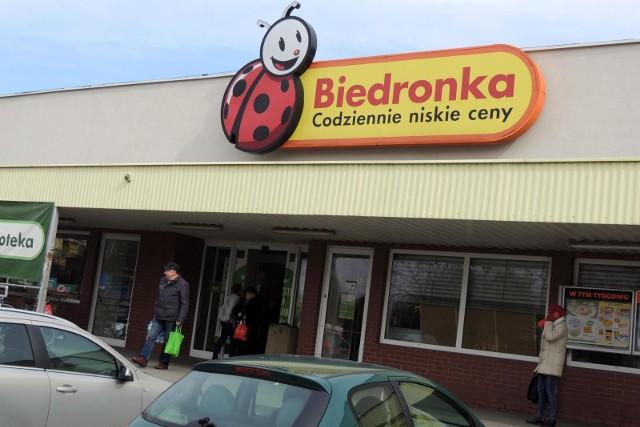 Sieć sklepów Biedronka chce wesprzeć małych, lokalnych producentów. Dzięki współpracy artykuły małych firm mogą trafić do szerokiej liczby klientów.