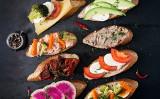 Pomysły na kanapki. Pięć szybkich sposobów na kromkę chleba. Niebanalne kanapki na śniadanie i kolację