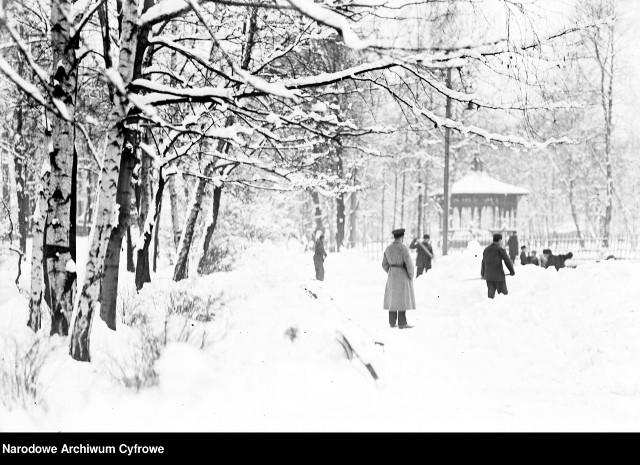 W ostatnich stu latach największe mrozy zaatakowały Polskę w 1929 roku. Sprawdź, jak rekordowo niskie temperatury zanotowano w lutym tamtego roku! Zobacz też, czym charakteryzował się styczeń 1987 roku. Przejdź dalej --->