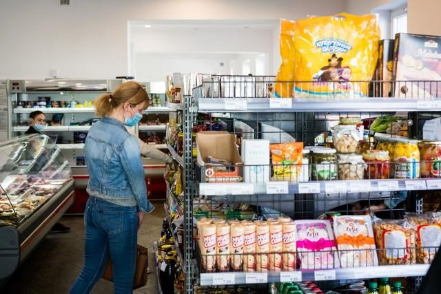 Między godz. 10:00 a godz. 12:00 zakupy w tych miejscach będą mogły robić wyłącznie osoby powyżej 60. roku życia