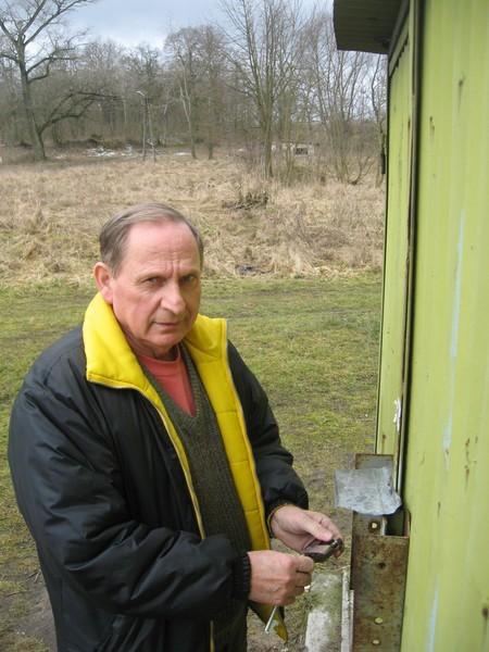 Franciszek Bartczak z Bronowic postawił na wspólnej posesji garaż w 2004 r. Po dwóch latach sąsiedzi w wyniku konfliktu zaprotestowali.