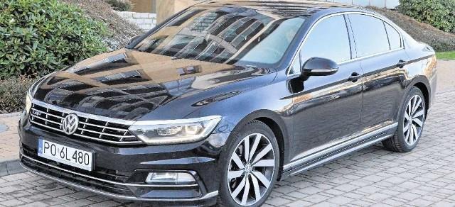 Volkswagen Passat ma światła LED do jazdy dziennej, które nadają mu niepowtarzalny wygląd w nocy