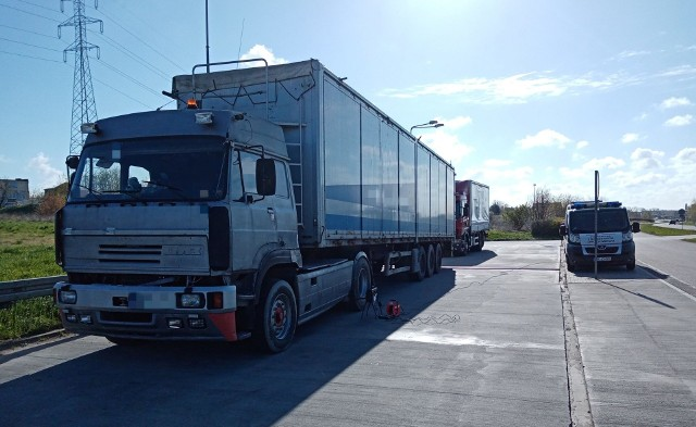 Zatrzymana w Radomiu ciężarówka nie powinna wyjeżdżać na trasę z powodu wykrytych technicznych usterek.