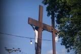 Tutaj na Wielkanoc naprawdę przybijają ludzi do krzyża!