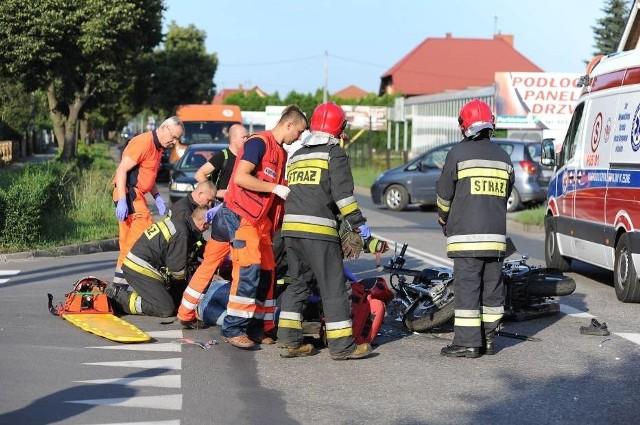 W piątek na ul. Gronowej w Lesznie doszło do wypadku z udziałem motocykla i samochodu osobowego marki Volkswagen Golf. Ranny motocyklista został odwieziony do szpitala.  Zobacz więcej zdjęć ------>