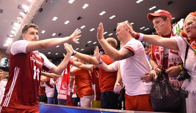 SIATKÓWKA. MISTRZOSTWA ŚWIATA. Polska wygrała 3:1 z Finlandią w swoim trzecim meczu w mistrzostwach świata. W Pałacu Kultury i Sportu obie drużyny dopingowało wielu rodaków. W przewadze byli jednak Finowie.