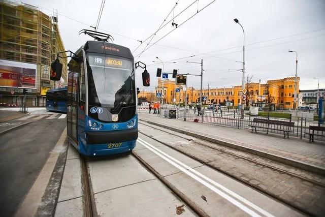 Od 9 sierpnia tramwaje dojadą już do pętli Krzyki, lecz nie dowiozą nas na Klecinę. Dlatego na odcinku Krzyki - Rondo Cukrowników kursować będzie autobus linii zastępczej nr 717.