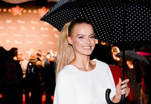 Gwiazdy w deszczowej scenerii na imprezie w stylu Las Vegas!