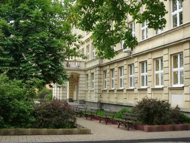 W VI LO imieniem Jana Kochanowskiego w Radomiu zachorował na Covid jeden z nauczycieli.