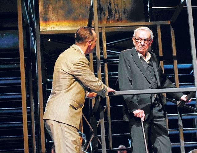 """Piotr Seweryński (z lewej) i Bogumił Antczak w scenie z """"Fabryki muchołapek"""""""