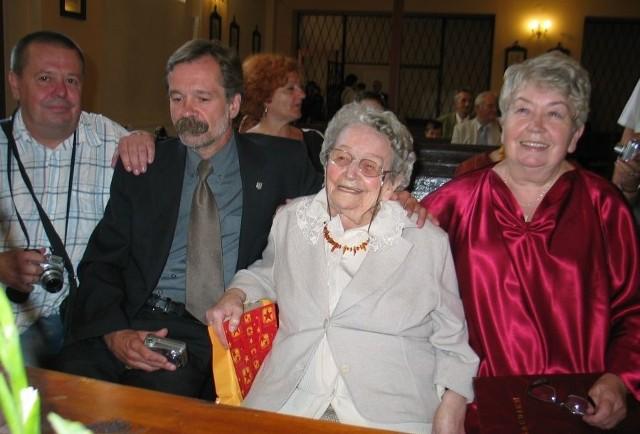 Stulatka Maria Flisak obchodziła wczorajsze urodziny m.in. z jedyną córką Wiesławą Zawicką i dwoma wnukami Krzysztofem i Wojciechem.
