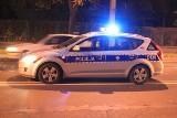 Policjanci z Suwałk zatrzymali pijaną kobietę tańczącą... między tirami