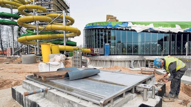 Według NIK nieodpowiedni nadzór nad budową aquaparku opóźnił jego oddanie do użytku o rok. ZOS zapowiada, że po otwarciu inwestycji przyjdzie czas na dochodzenie roszczeń od projektanta.