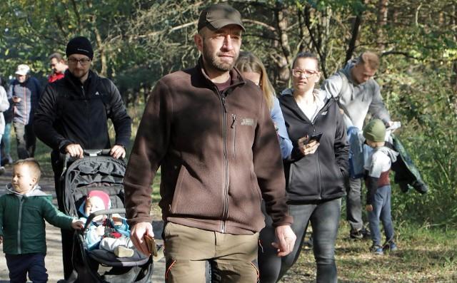 """Spacer """"Na tropie grudziądzkiej przyrody""""  z leśniczym Mateuszem Cieślakiewiczem po lesie komunalnym"""
