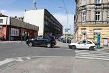 """Strefa """"30"""" w śródmiejskim kwartale w Szczecinie. Równorzędne krzyżówki, uporządkowane parkowanie, uspokojony ruch [11.05.2021]"""