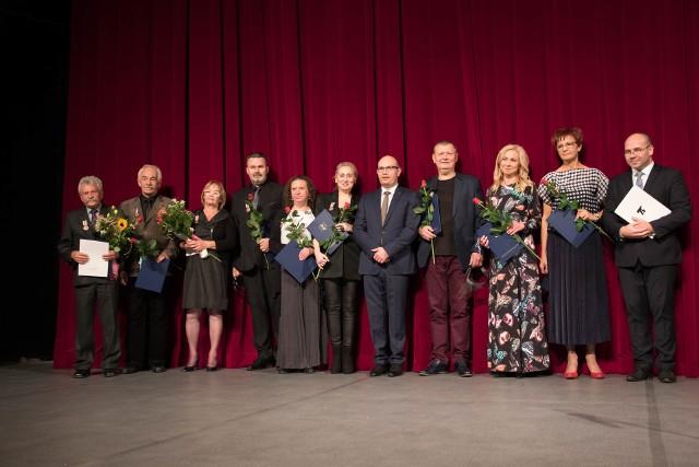 Odznaki Honorowe Województwa Podlaskiego i listy gratulacyjne dla pracowników teatru