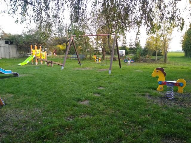 W Lipinach oraz w Grabowie nad Wisłą powstały i zostały doposażone miejscowe place zabaw.