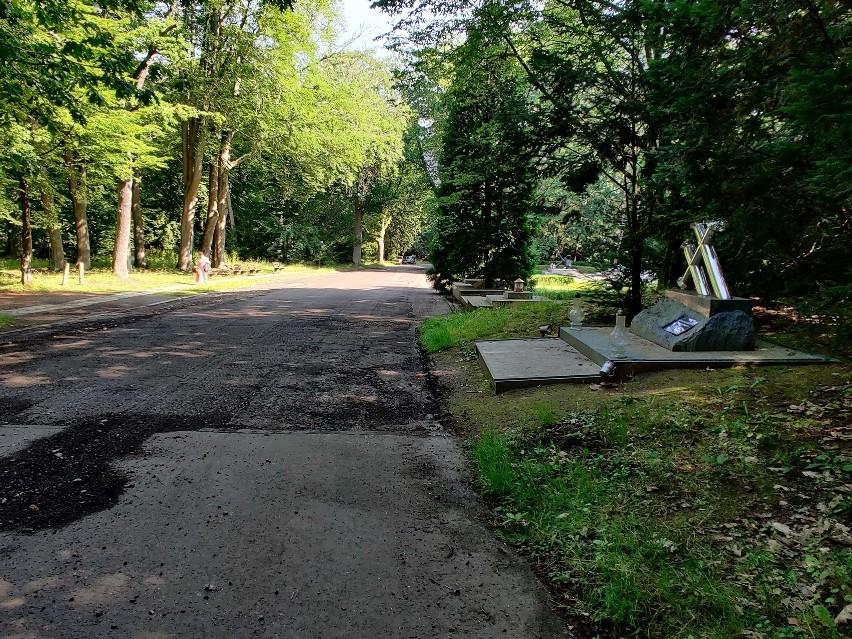 Zmiany na Cmentarzu Centralnym w Szczecinie. Kolejne alejki w remoncie