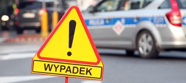 """Do potrącenia doszło w piątek (2 grudnia) na bezpiecznym """"wyniesionym"""" przejściu dla pieszych na ul. Reja w Zielonej Górze. Sprawca wypadku, 83-latek przyznał, że nie widział pieszej."""