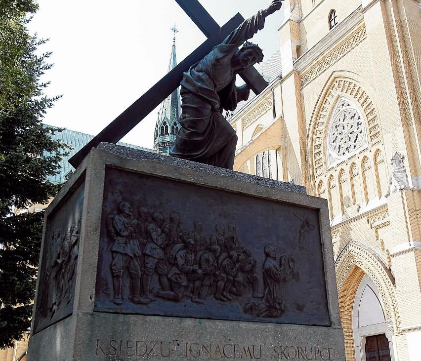 Pomnik poświęcony bohaterskiemu księdzu Ignacemu Skorupce