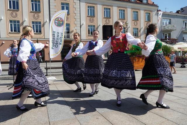 13. Podlaska Oktawa Kultur już za 2 dni. Wielkie święto folkloru potrwa do niedzieli (na zdjęciu parada zespołów, 2019 r.)