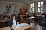 Sulechowscy maturzyści z nadzieją patrzą na egzaminy. Zobacz, jak przystąpili do pierwszego z nich