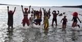 WOŚP nad jeziorem Miedwie. Orkiestrowa kąpiel morsów. Zobacz ZDJĘCIA