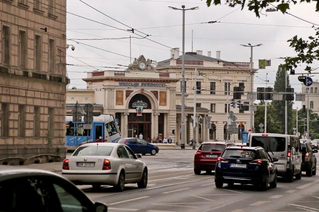 Dworzec Świebodzki ma wszystko, aby być wtedy opcją rezerwową przynajmniej dla linii z Legnicy, Wałbrzycha, Jeleniej Góry i Zielonej Góry. Wiemy to też w naszym związku i gdy planujemy protesty, to zawsze wybieramy ten odcinek.
