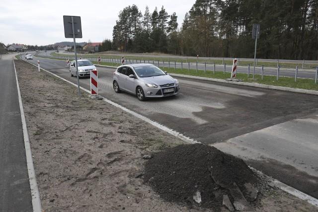Droga Białystok - Supraśl została otwarta w listopadzie. A drogowcy muszą już zrywać asfalt