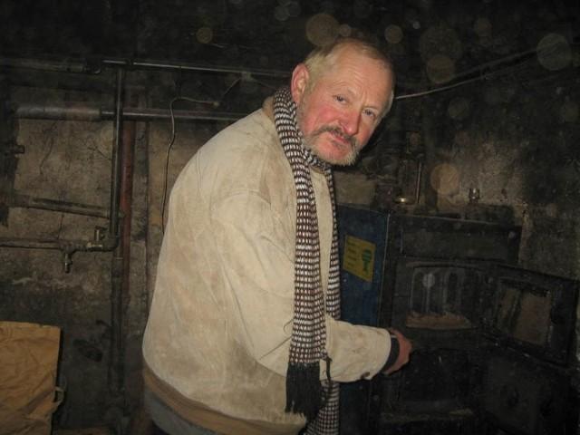 - Piec nie nadaje się do użytku, a w mieszkaniu jest zimno - opowiada Wacław Stonoga.
