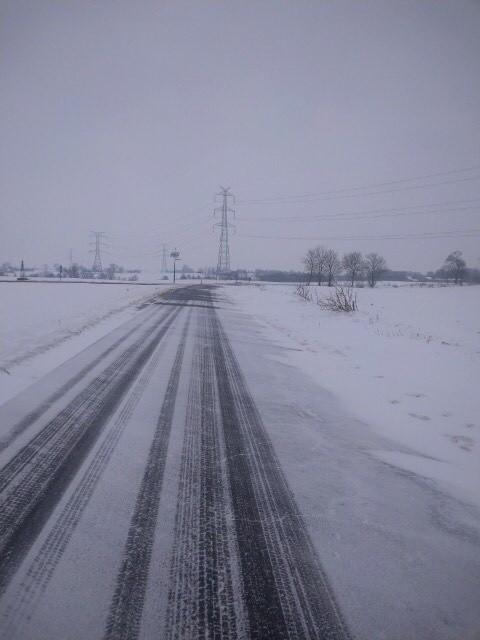 Drogi powiatu chełmińskiego przez cały czas są odśnieżane. - Najtrudniej jest na trasie Żygląd - Unisław, gdzie - jak mówią drogowcy - bardzo zawiewa z pól