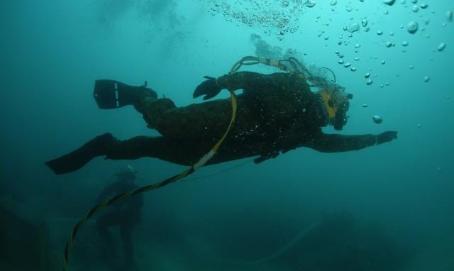 Do nieszczęśliwego zdarzenia doszło w sobotę, 3 października. Grotołaz miał wtedy testować sprzęt do nurkowania.