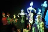 """Teatr Lalek Pinokio świętuje jubileusz 75 lecia wystawą lalek """"Jubilalki"""", czyli historia dziecięcych opowieści lalkowych"""