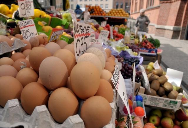 Co trzecia rodzina chce wydać na organizację tegorocznej Wielkanocy mniej pieniędzy niż przed pandemią.