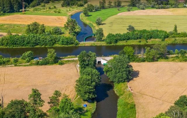 Kanał Gliwicki w miejscu przecięcia z rzeką Kłodnicą.
