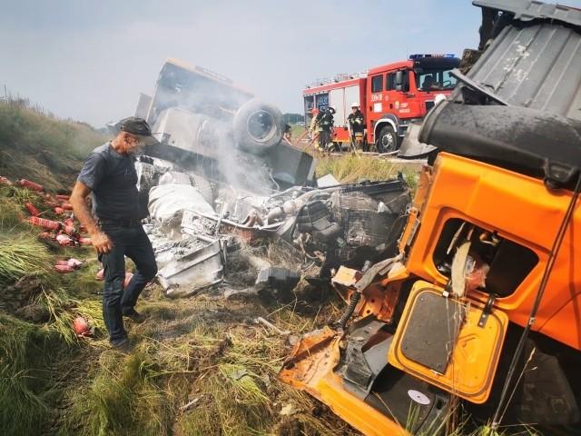 Do bardzo groźnie wyglądającego wypadku doszło w sobotę na drodze S6 w okolicach Koszalina.