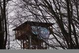 Wieża widokowa w Mucznem. Ktoś zawiesił na szczycie niebezpieczny baner. Sprawę bada prokuratura [ZDJĘCIA]
