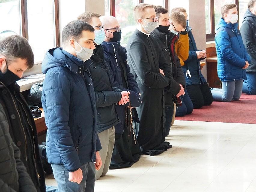 Abp Grzegorz Ryś na Koronce do Miłosierdzia Bożego w...